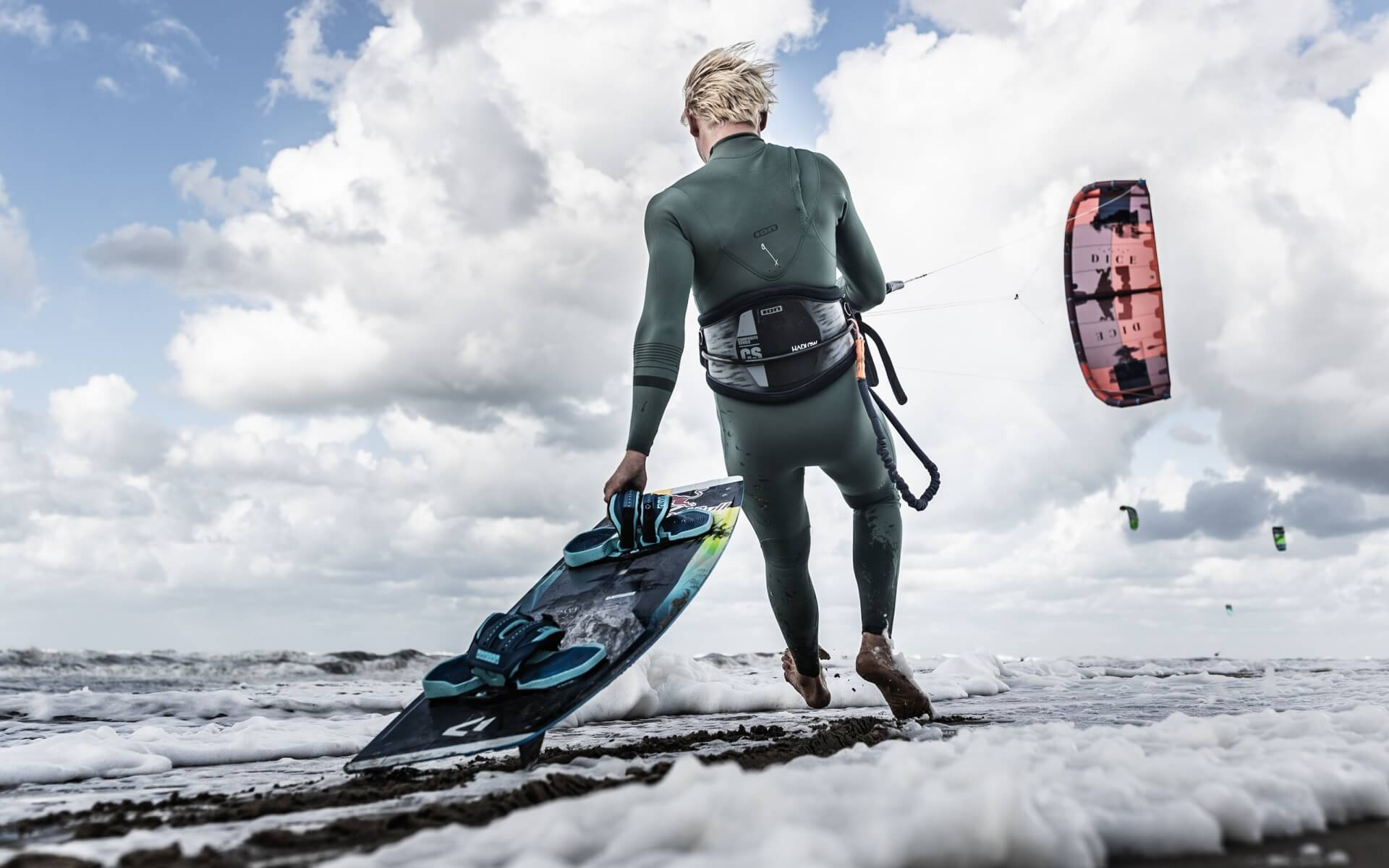 Duotone_Kiteboarding_Red_Bull_King_of_the_air_Lasse_Walker