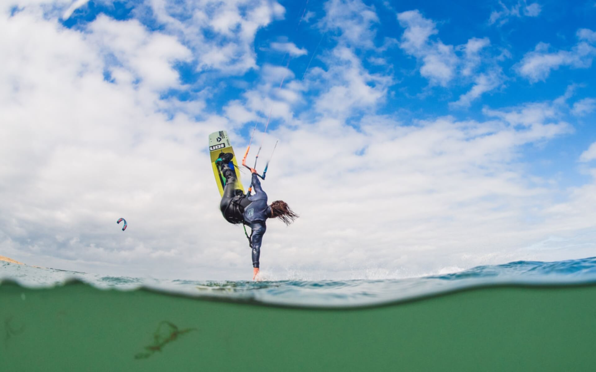Duotone_Kiteboarding_Teamrider_Tom_Court_Gambler_2019