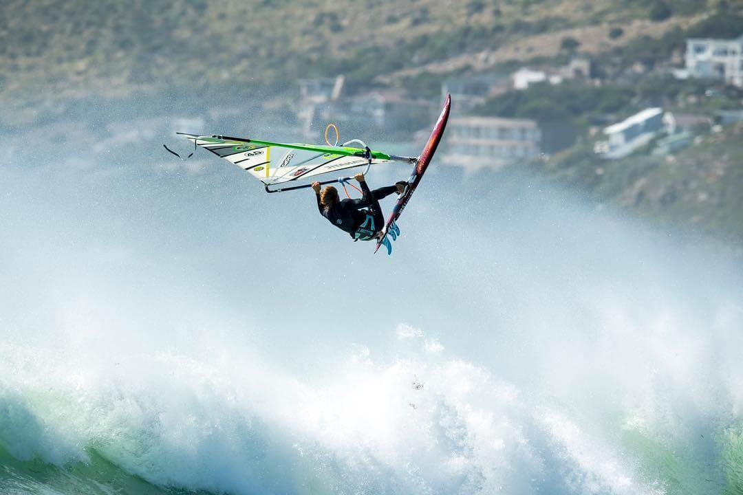Duotone_Windsurfing_Alessio_Action